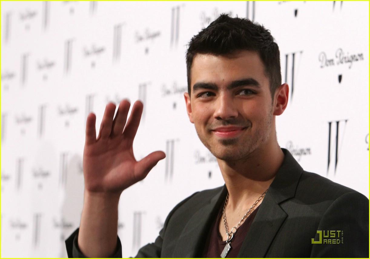 """Joe Jonas sobre seu álbum solo: """"Não é um álbum pop extravagante."""""""