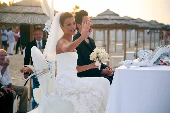 Matrimoni Vip Spiaggia : Oggi sposi matrimonio in spiaggia per bianca guaccero