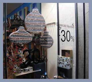 Escaparate de Navidad en la tienda de calzado Zoco Zapatería, foto 2