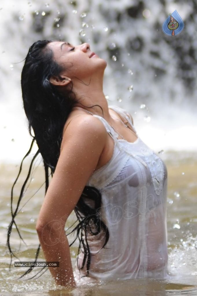 Kamna Jethmalani Get Wet in White Top