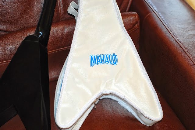 Mahalo Flying V ukulele gig bag