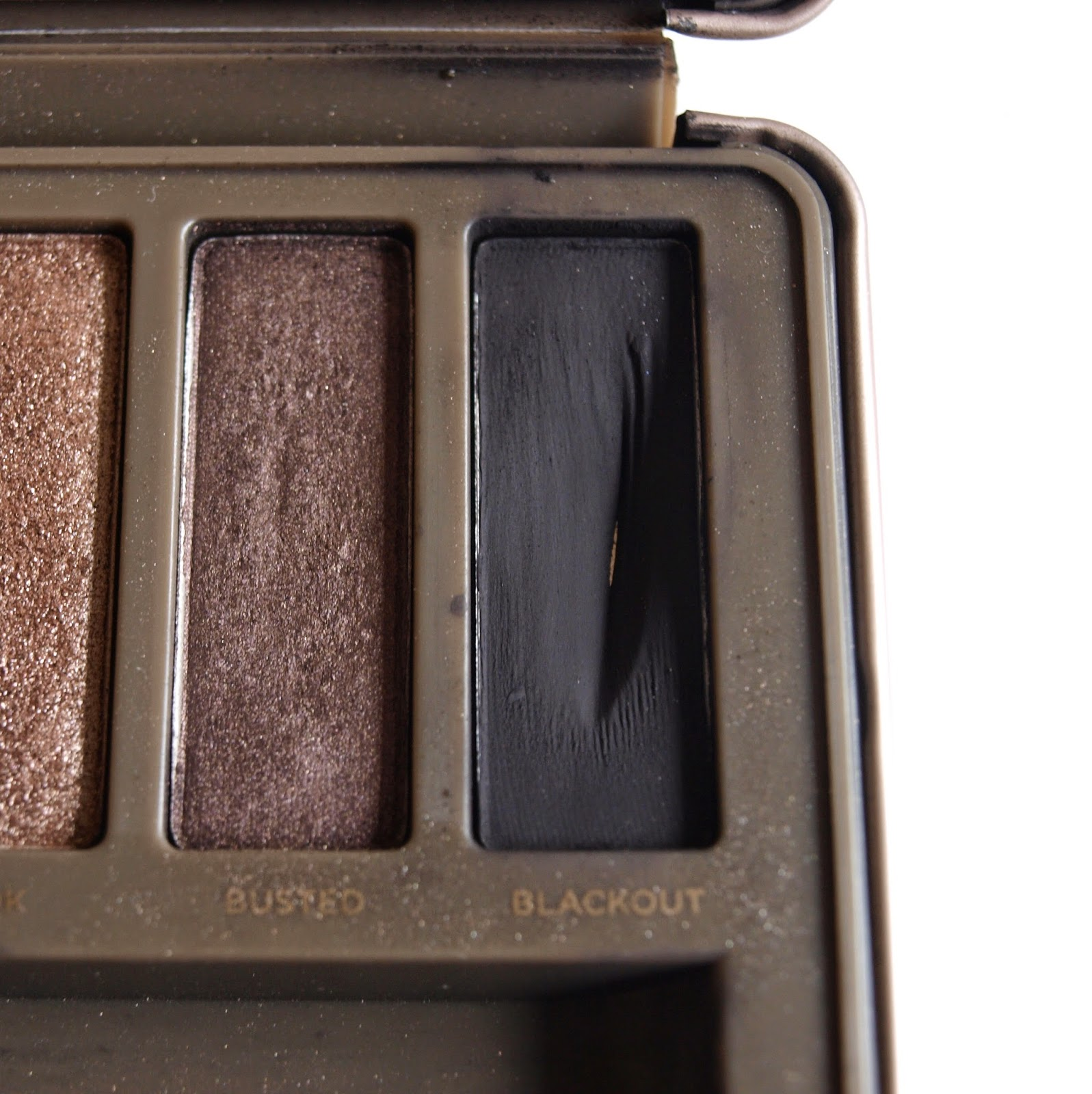 busted-blackout-naked-2-palette