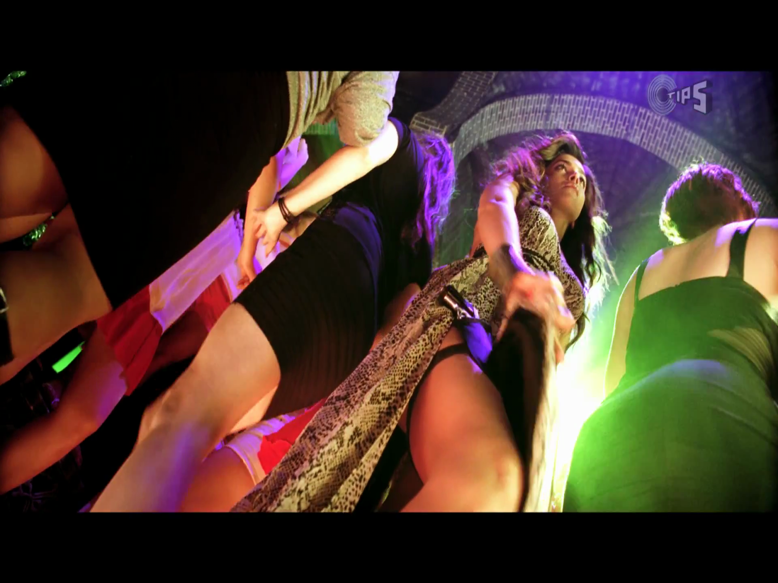 play online video songs of race 2