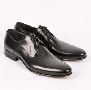 Black-Derby-Shoes-هل تعرف ما هو السبب في اختراع الاحذية .الحذاء حذاء تعرف على هذا القصة الغريبة