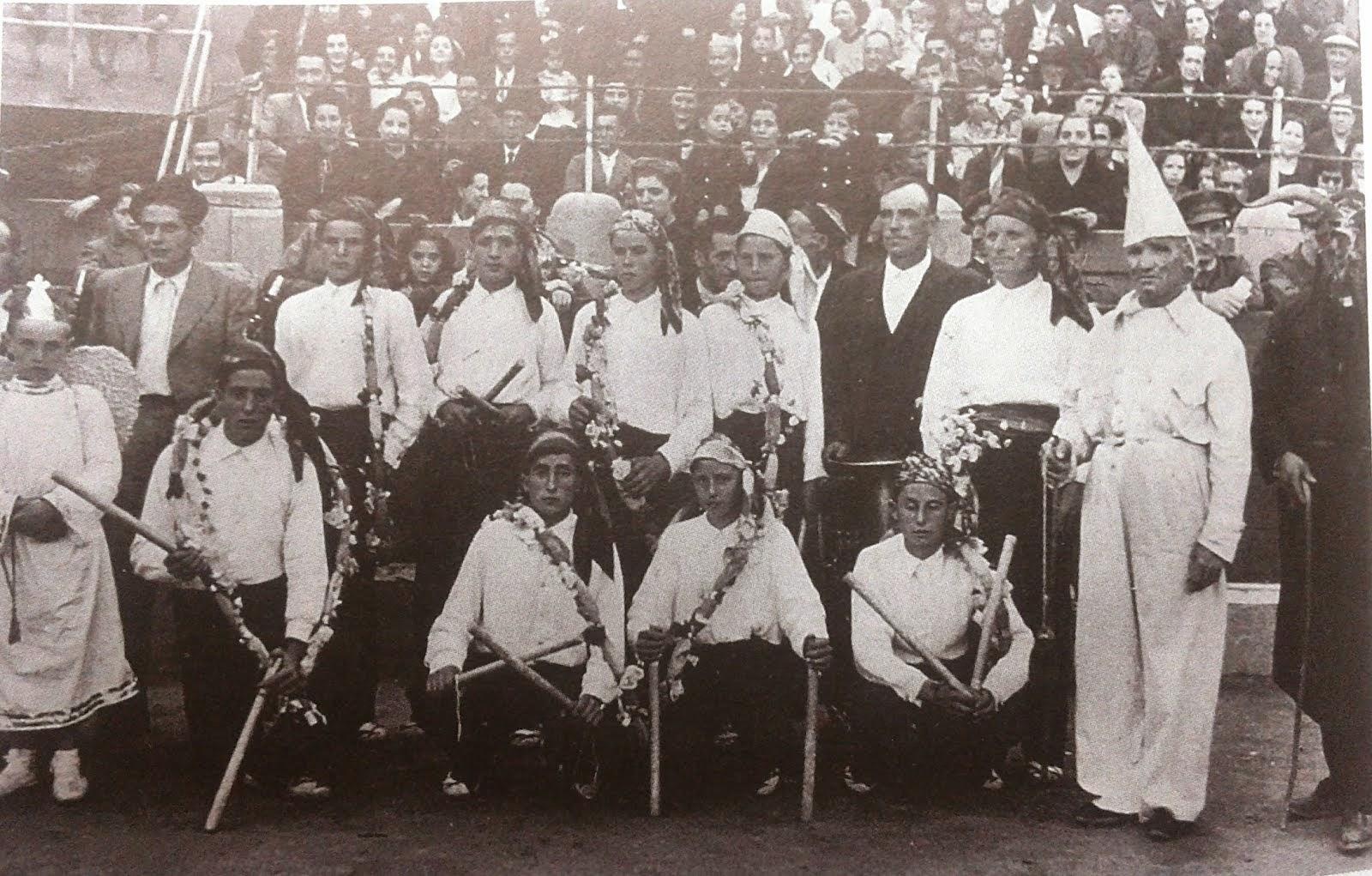 DANZANTES VERA DE MONCAYO. Año 1941. Plaza de toros de Zaragoza