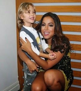 Anitta faz a farra com Vittorio Galisteu em show dedicado a crianças