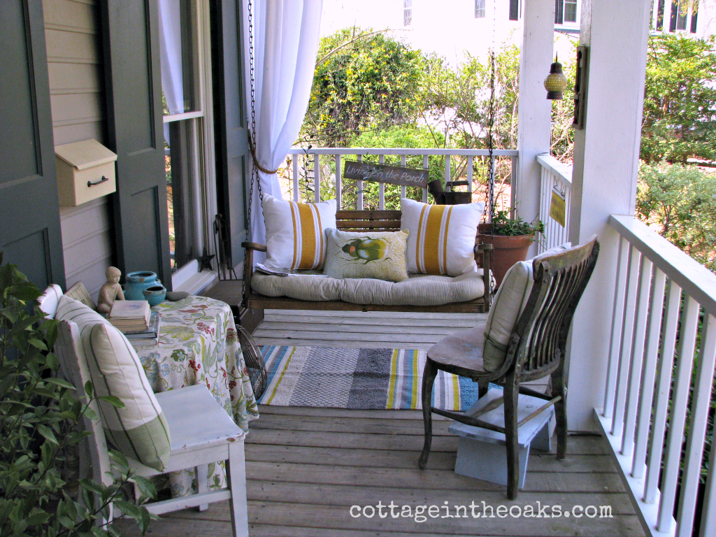7 front porch decorating ideas pictures for your home for Front porch makeover ideas