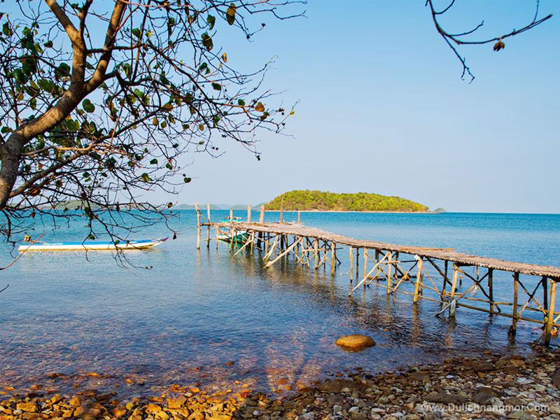 Một góc hoang sơn nhìn từ bờ ra biển Bà Lụa, Kiên Giang