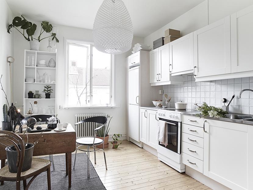 apartamento-nordico-blanco-gris-cocina-comedor