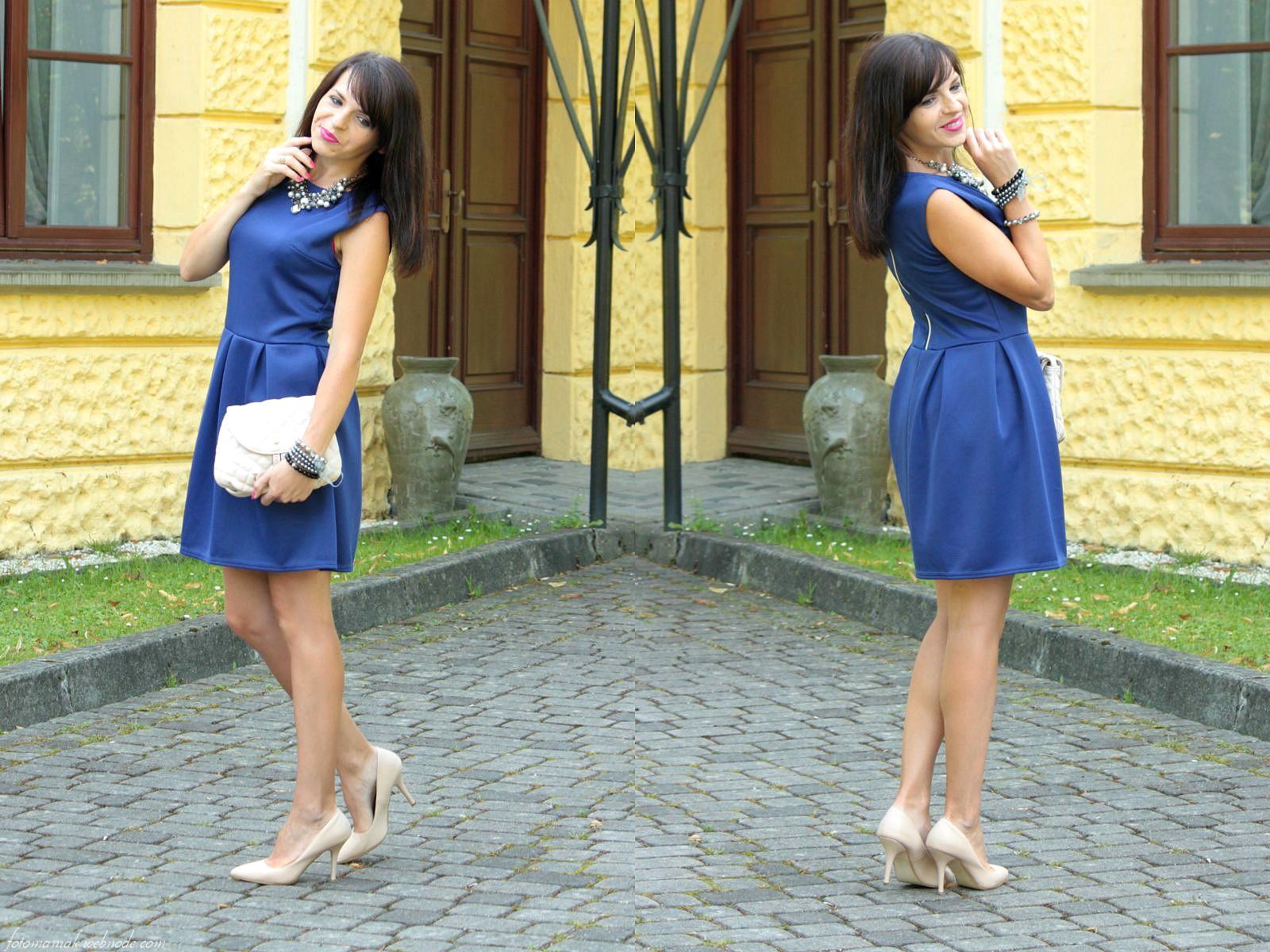 Chabrowa sukienka i beżowe dodatki