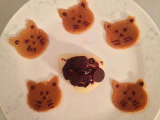 Mini-crêpes sans gluten sans lactose poire pochée palet chocolat noir Kaoka