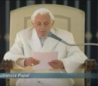 ¡Imperdible! última audiencia de Benedicto XVI mostró su mano-bestia.