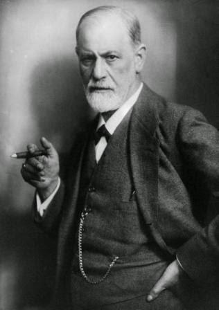 Fotografía de Sigmund Freud fumando en 1922, por Max Halberstadt
