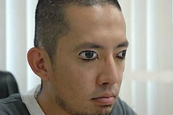 tattoo simulando olhos abertos