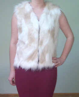 www.cndirect.com/stylish-ladies-women-faux-fur-v-neck-sleeveless-vest-sleeveless-coat-outerwear-jacket-waistcoat-white.html?utm_source=blog&utm_medium=cpc&utm_campaign=Carly177