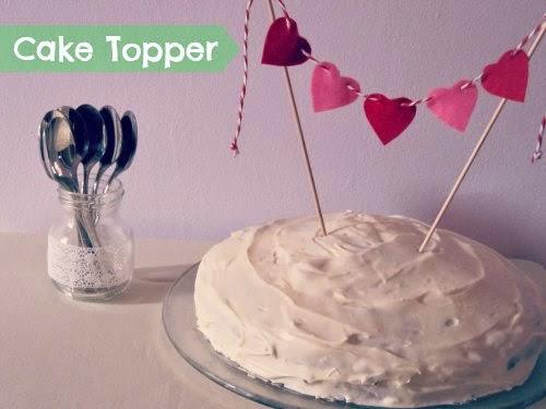 Presentación mini guirnalda sobre pastel
