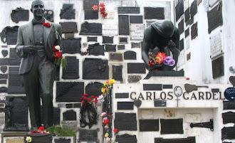 Espectacular Tumba de Carlos Gardel en el cementerio de La Chacarita en la ciudad de Buenos Aires