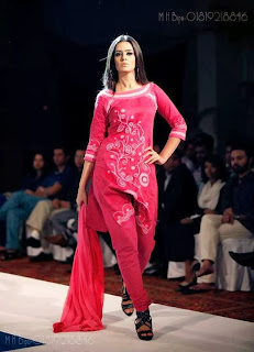 Bangladesh Ramp Model Girl Ruma Shows Fashion In Live Stage Photos collection