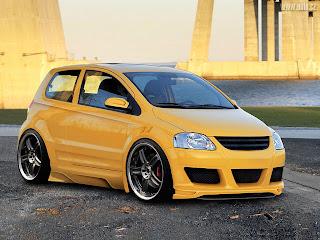 VW FOX tunado com rodas aro 18