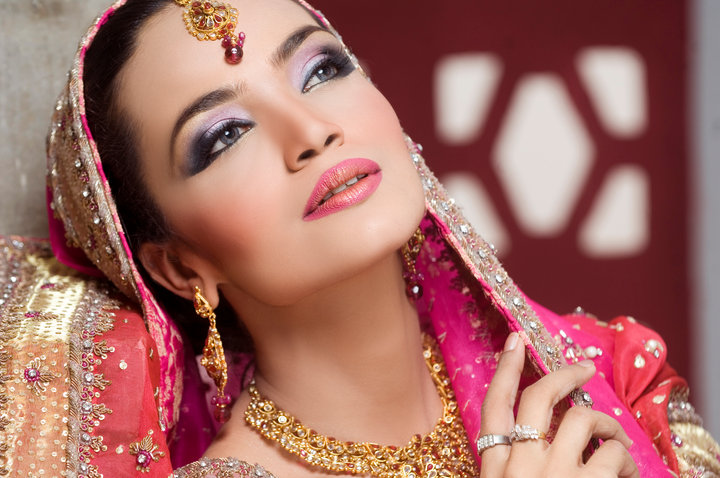 Engagement Party Makeup | Party Make-over By Laiqa Hasan - She9 | Change The Life Style