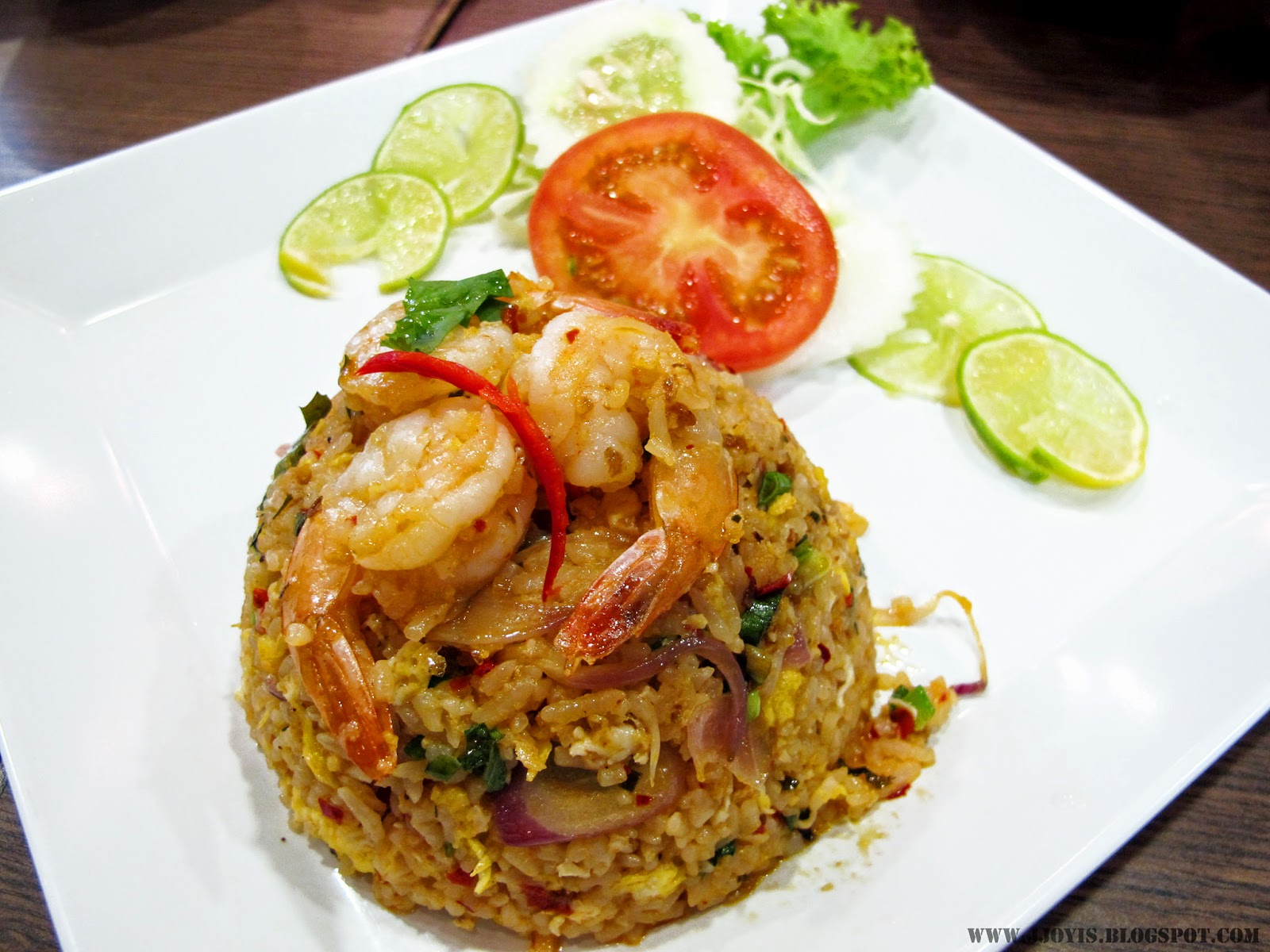 thai boat noodle tom yum fried rice