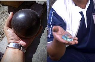 Bola besi tolak peluru itu memiliki kelembaman lebih besar daripada kelembaman kelereng, karena massa  bola besi tolak peluru  lebih besar daripada massa kelereng     .