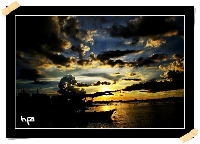 Sungai Barito, Pelabuhan Perikanan Banjar Raya Banjarmasin, awan gelap menutup sunset