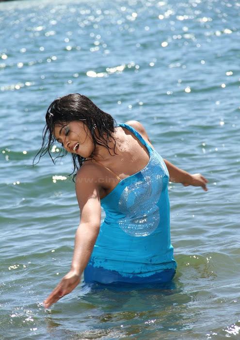 South Hot Aakansha Tamil Latest Movie Marudhavelu Stills leaked images