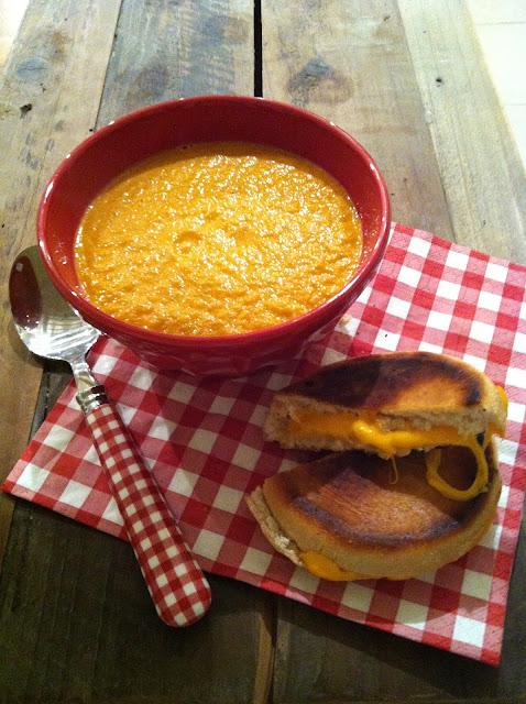 """alt=""""soupe de tomates et grilled cheese"""""""