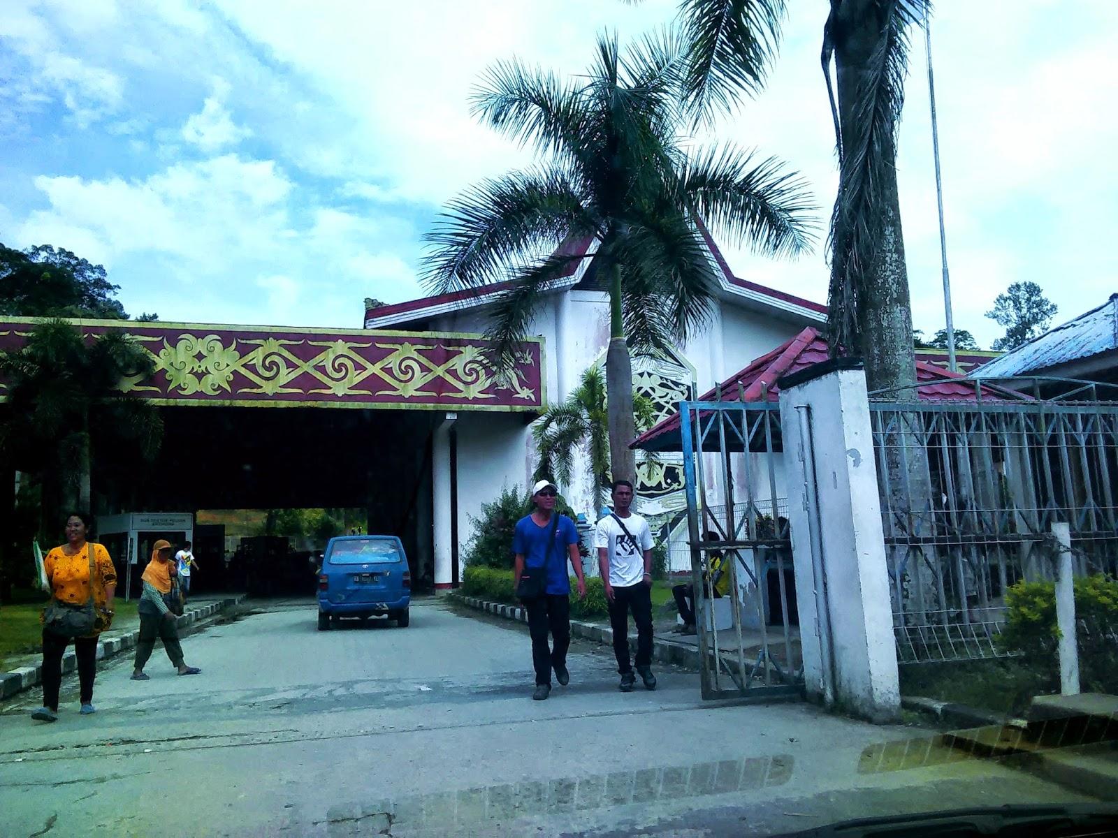 Pintu masuk sempadan Indonesia - Malaysia di Entikong