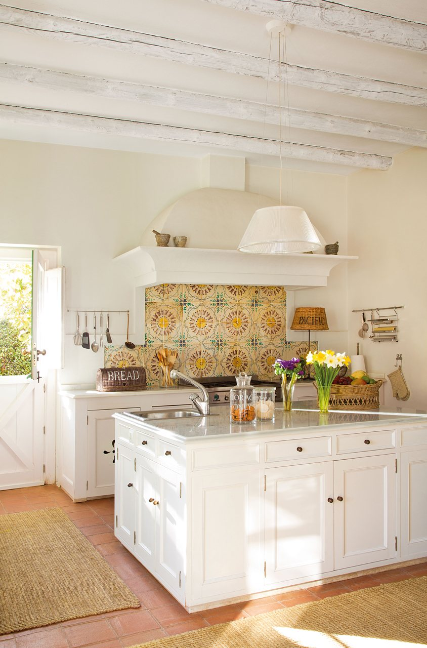 The granite gurus whiteout wednesday 5 white kitchens - Azulejo para cocina ...