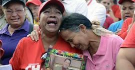 Venezuelanos tomam as ruas para homenagear Chávez