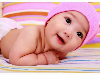 Gambar foto bayi lucu tersenyum