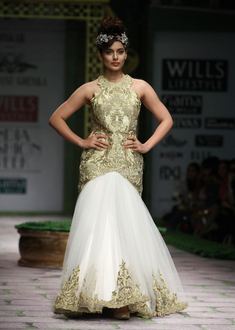 Kangana Ranaut Walks The Ramp At WLIFW 2012 with Beautiful Dress