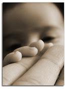 Piensa en el presente,ama lo que quieres quien sabe si mañana no hay otro amanecer ..