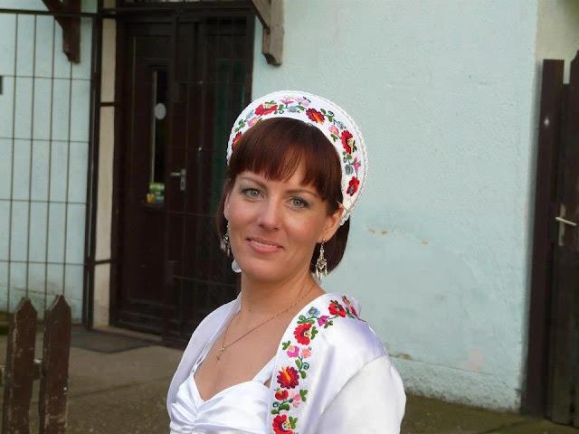 Угорське весілля традиційний головний убір нареченої