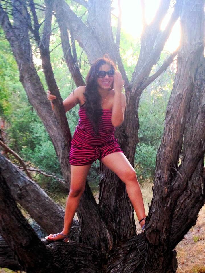Anusha Rajapaksha wide milky legs