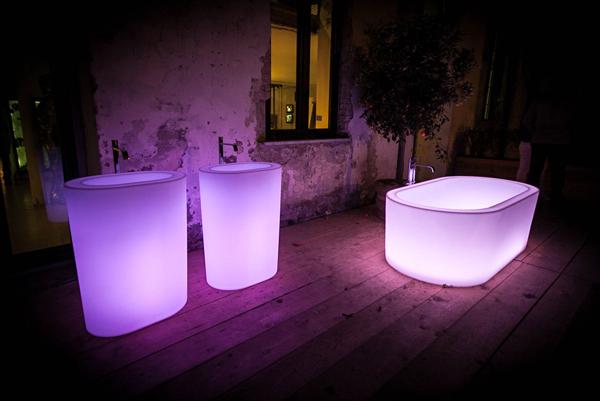Lusso e innovazione le vasche da bagno luminose - Vasche da bagno di lusso ...