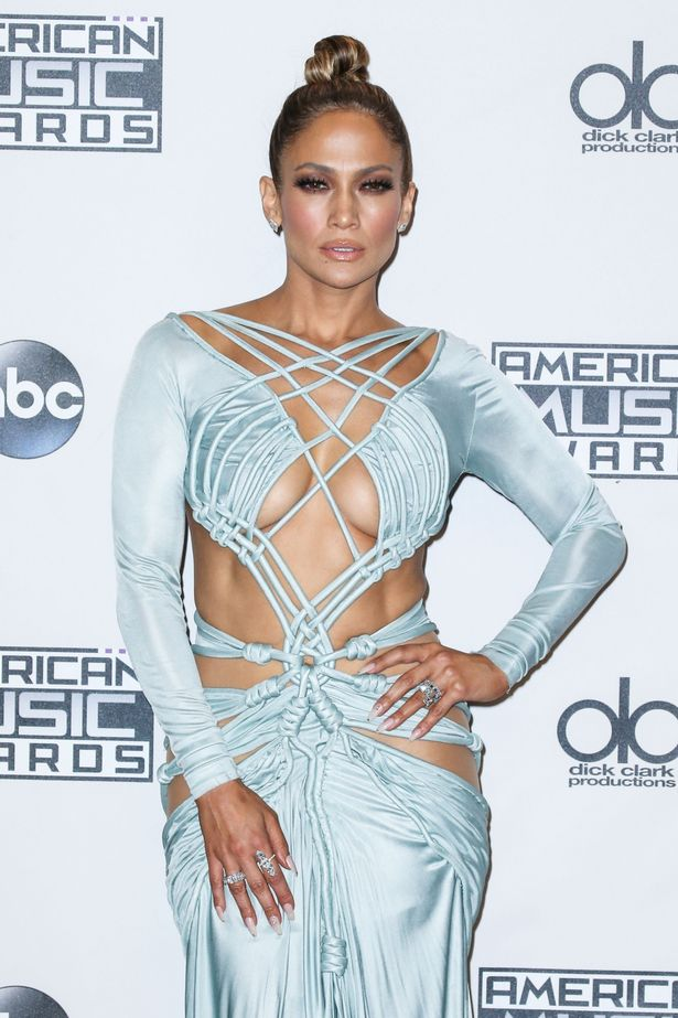 JENNIFER-LOPEZ-FASHION-AT-AMERICAN-MUSIC-AWARDS.JPG