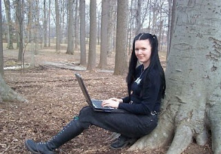 Raven Alder Hacker Female Wanita