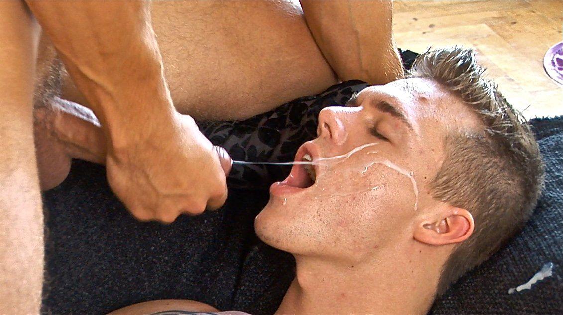 кончить гей в рот порно