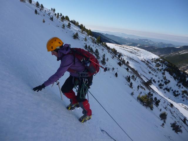 Practicas de rapel en el descenso