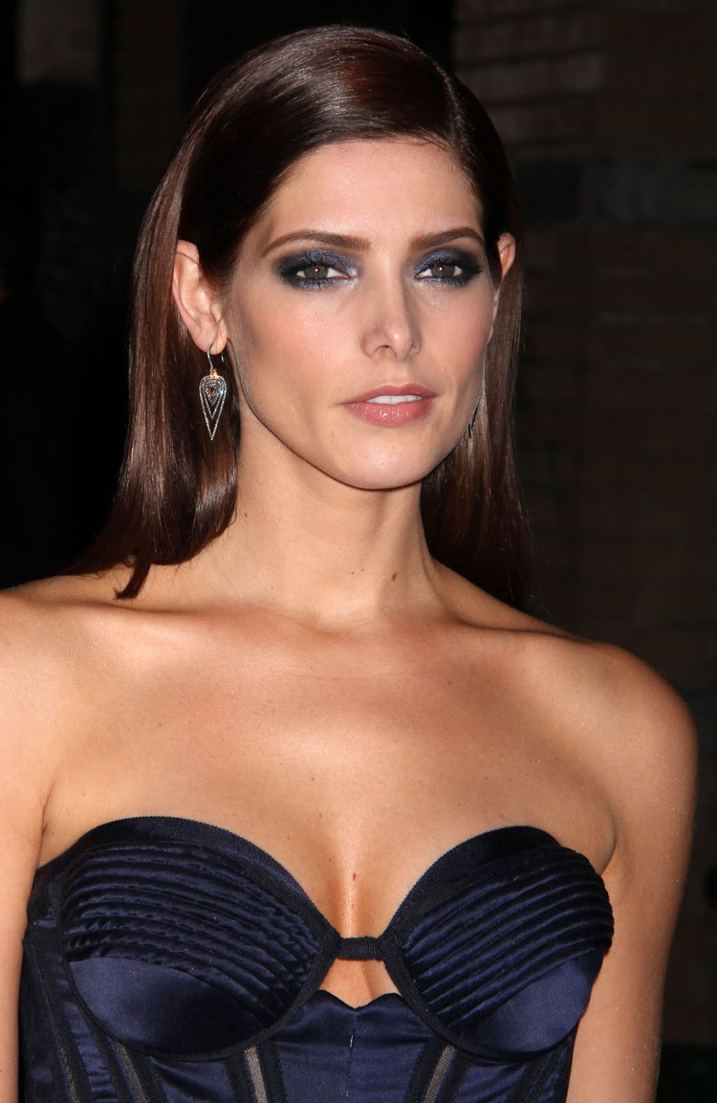 http://2.bp.blogspot.com/-_yp_nDq6ZBs/UKeJxJXsCAI/AAAAAAAAOWQ/BKQxnX-quuU/s1600/ashley_greene_blue_screening_2.jpg