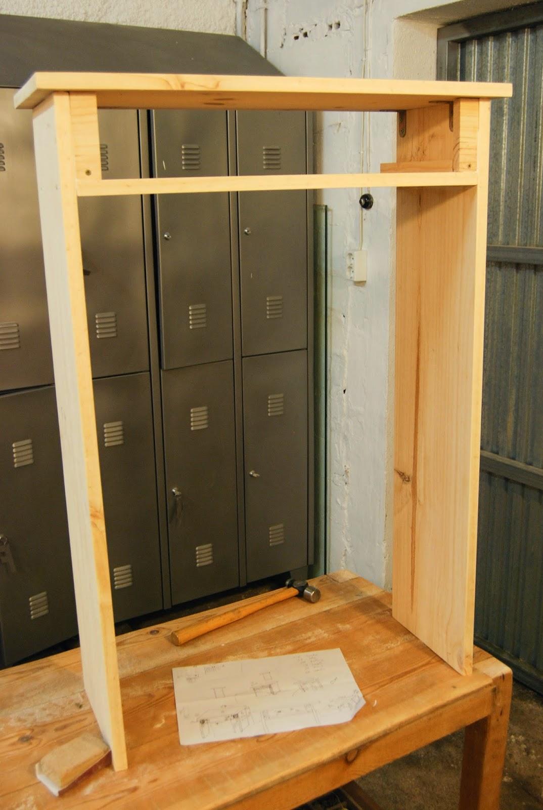 Una vez tenemos la estructura montada y comprovamos que el cajón abre