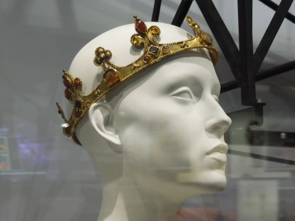 Snow White Huntsman coronation crown