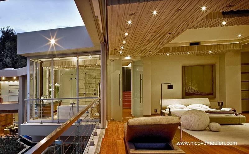 Dormitorio y baño en suite en la planta superior de la residencia de Sudáfrica