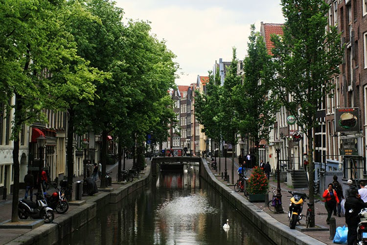 A WALK AROUND AMSTERDAM