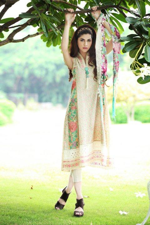 http://2.bp.blogspot.com/-_zoY-bfrwPY/Tlc_MUQIdwI/AAAAAAAAElc/wwlq6SKFDHU/s1600/Dress+by+Farida+Hasan.jpg