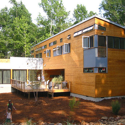Fachadas de madera de casas modernas fotos construye hogar for Casas de campo de madera