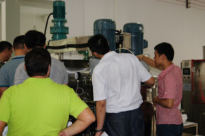 customer visting cosmetics machinery factory